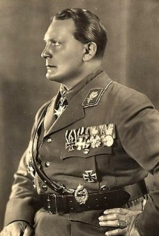 Goering wearing Signet Ring